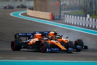 Carlos Sainz Jr., McLaren MCL34, lotta con Lando Norris, McLaren MCL34