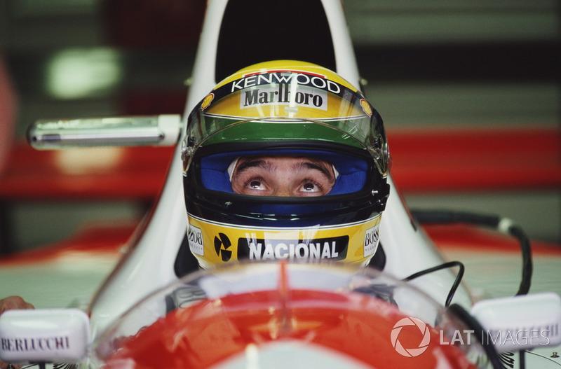 """""""Cuando Dios quiere que algo suceda, nadie puede cambiarlo"""". Ayrton Senna"""