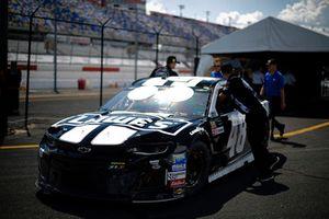 Jimmie Johnson, Hendrick Motorsports, Chevrolet Camaro Lowe's Throwback crew