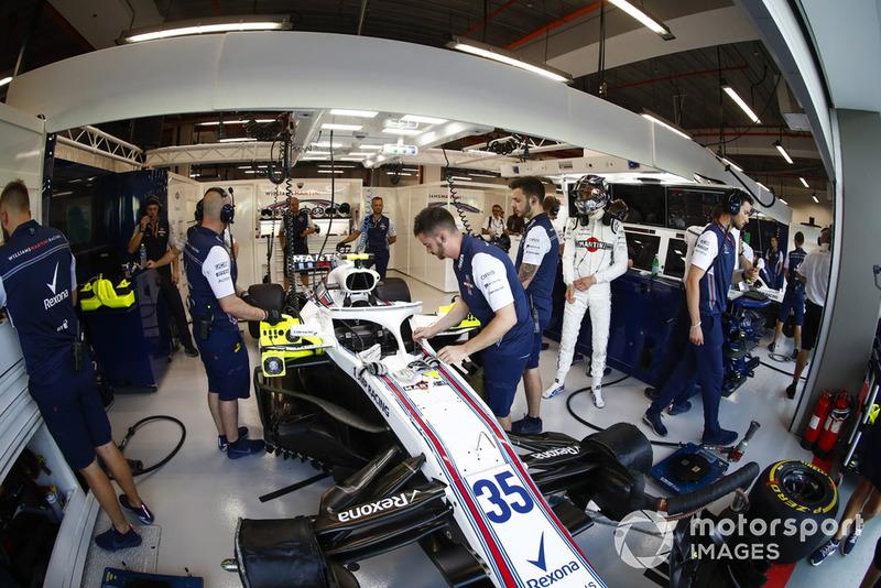 Sergey Sirotkin, Williams Racing, prepares for FP1 in the team's garage
