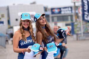Er werden veel Gamma Racing Day-petjes uitgedeeld