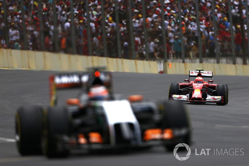 Nico Hülkenberg, Force India VJM07 Mercedes, devant Kimi Raikkonen, Ferrari F14T