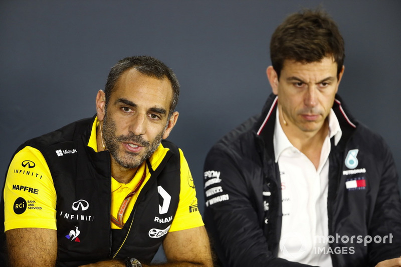 Cyril Abiteboul, Managing Director, Renault Sport F1 Team, e Toto Wolff, Direttore del Motorsport, Mercedes AMG F1, in conferenza stampa