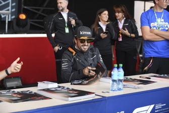 Fernando Alonso, McLaren at the fans autograph session