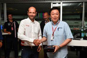 Le présentateur de Fuji TV Kaz Kawai, au F1 Hall of Fame