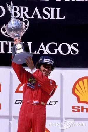 Podio: il vincitore della gara Alain Prost, Ferrari