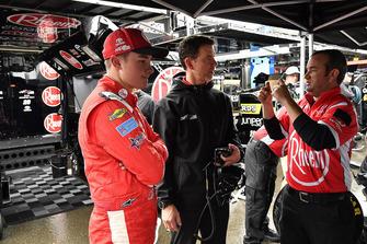 Christopher Bell, Joe Gibbs Racing, Toyota Camry Rheem, Jason Ratcliff, and a crew member