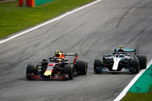 Max Verstappen, Red Bull Racing RB14 Tag Heuer, battles with Valtteri Bottas, Mercedes AMG F1 W09