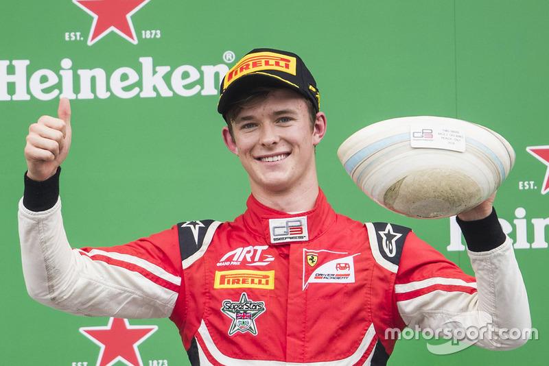 Il est monté sur la troisième marche du podium mais a été disqualifié, comme son coéquipier et rival