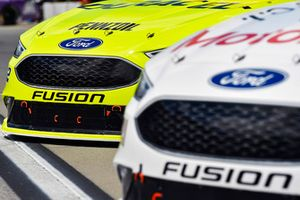 Paul Menard, Wood Brothers Racing, Ford Fusion Motorcraft / Quick Lane Tire & Auto Center and Ryan Blaney, Team Penske, Ford Fusion Menards/Duracell