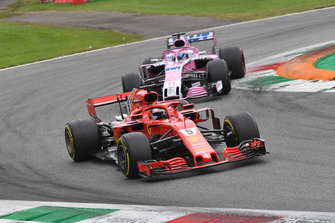 Sebastian Vettel, Ferrari SF71H en Sergio Perez, Racing Point Force India VJM11