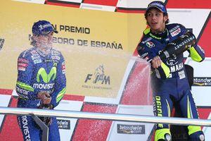 Podio: il vincitore della gara Valentino Rossi, Yamaha