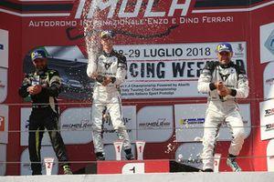 Podio TCR-DSG Gara 1: Matteo Greco, Francesco Savoia, Massimiliano Gagliano