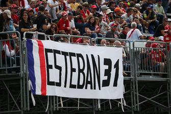 Esteban Ocon, Racing Point Force India F1 Team fans en spandoek
