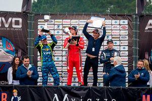 Podio: ganador de la carrera Fernando Etchegorry