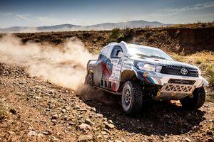 Владимир Васильев и Константин Жильцов, Toyota Hilux Overdrive