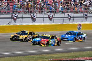 Kyle Busch, Joe Gibbs Racing, Toyota Camry M&M's, Erik Jones, Joe Gibbs Racing, Toyota Camry DeWalt, e Ryan Blaney, Team Penske, Ford Fusion PPG