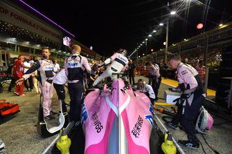 Sergio Perez, Racing Point Force India VJM11 op de grid