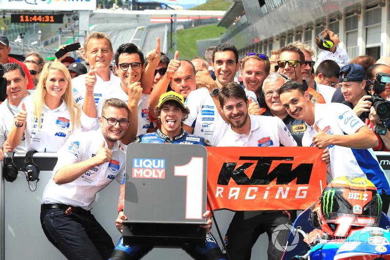 Il vincitore della gara Marco Bezzecchi, Prustel GP