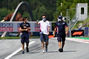 Artem Markelov, HWA Racelab walks the track