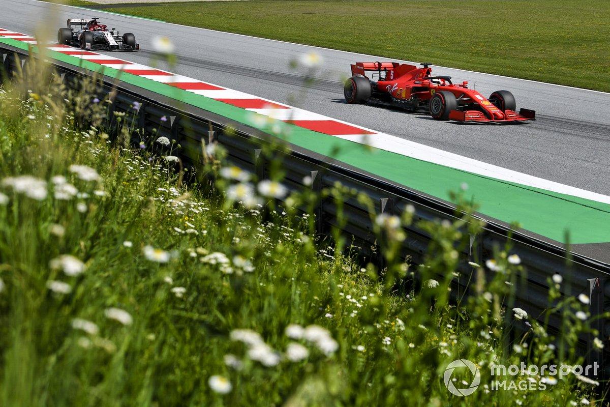Sebastian Vettel, Ferrari SF1000, precede Kimi Raikkonen, Alfa Romeo Racing C39