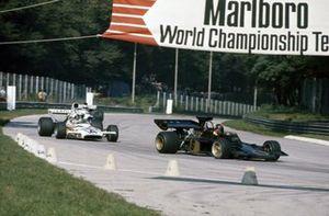 Emerson Fittipaldi, Lotus 72D Ford, Denny Hulme, McLaren M19C Ford
