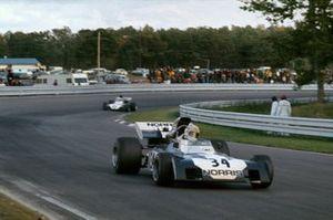 Sam Posey, Surtees TS9B-Ford, leads Mike Hailwood, Surtees TS9B-Ford