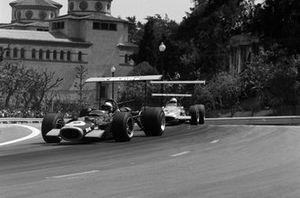 Pedro Rodriguez, BRM P126, Denny Hulme, McLaren M7A