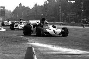 Tim Schenken, Surtees TS9B, Denny Hulme, McLaren M19C
