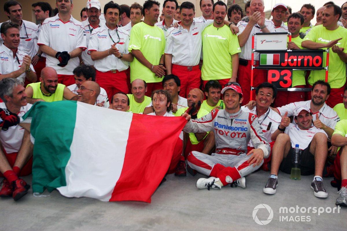 Jarno Trulli, Toyota, celebra su tercera posición con el equipo