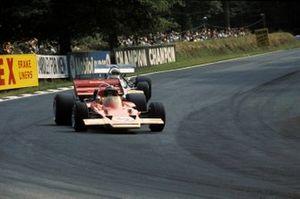 Jochen Rindt, Lotus 72C, leads Jack Brabham, Brabham BT33