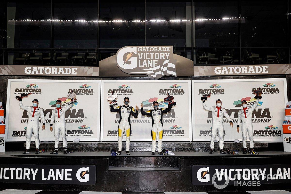 Podio: #3: Corvette Racing Corvette C8.R, GTLM: Antonio Garcia, Jordan Taylor, #912: Porsche GT Team Porsche 911 RSR - 19, GTLM: Laurens Vanthoor, Earl Bamber, #911: Porsche GT Team Porsche 911 RSR - 19, GTLM: Nick Tandy, Fred Makowiecki
