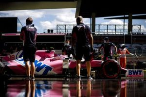 Lance Stroll, Racing Point RP20, dans les stands