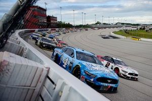 Renn-Action in Darlington: Kevin Harvick, Stewart-Haas Racing, Ford Mustang, Brad Keselowski, Team Penske, Ford Mustang