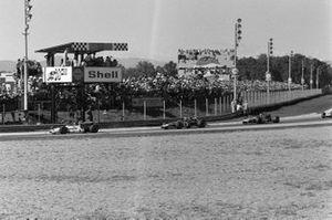 Jackie Oliver, BRM P153, Clay Regazzoni, Ferrari 312B y Jackie Stewart, March 701 Ford
