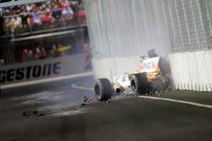 Nelson Piquet Jr., Renault R28 crashes into the wall