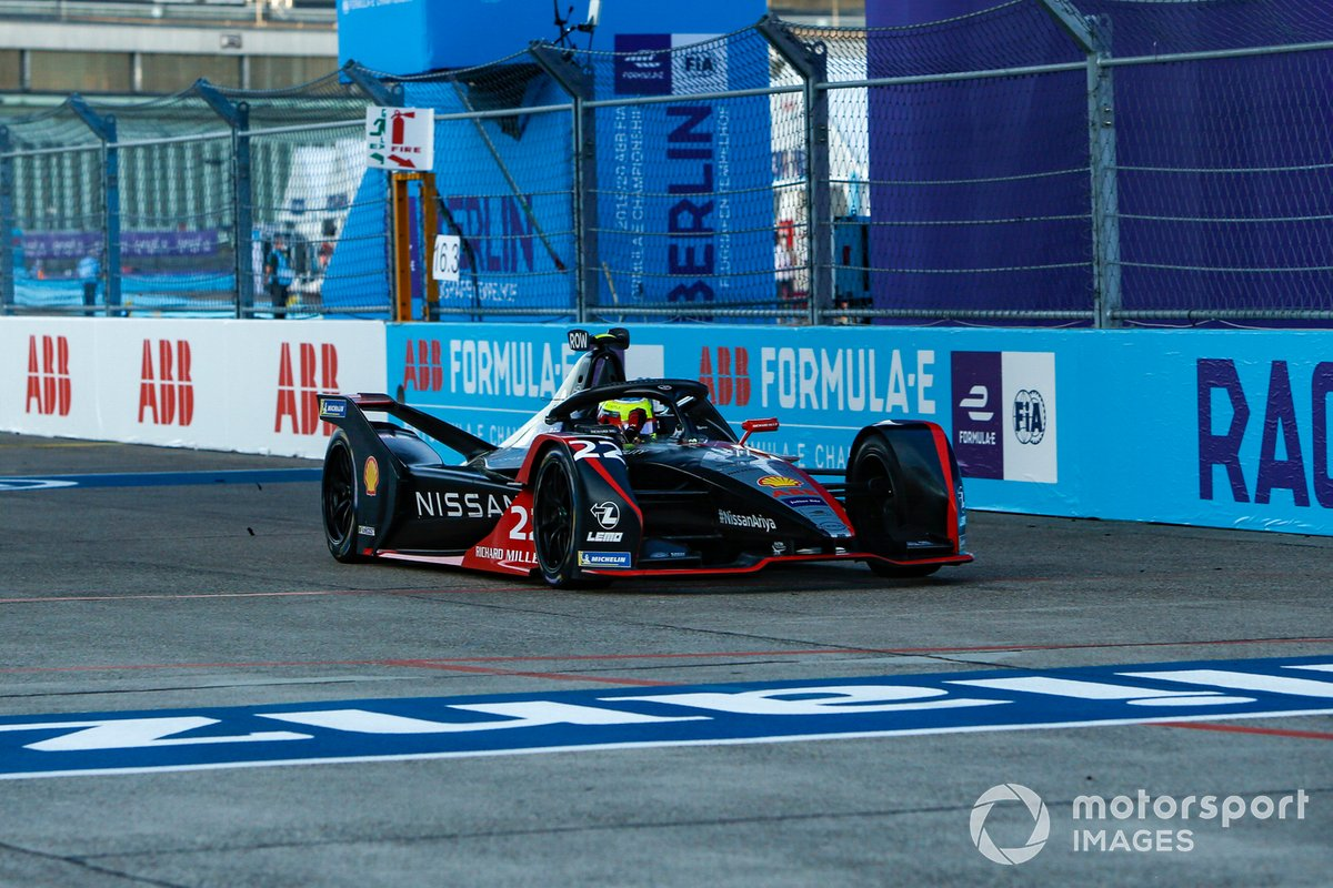 Oliver Rowland, Nissan e.Dams, Nissan IMO2 celebrates his victory