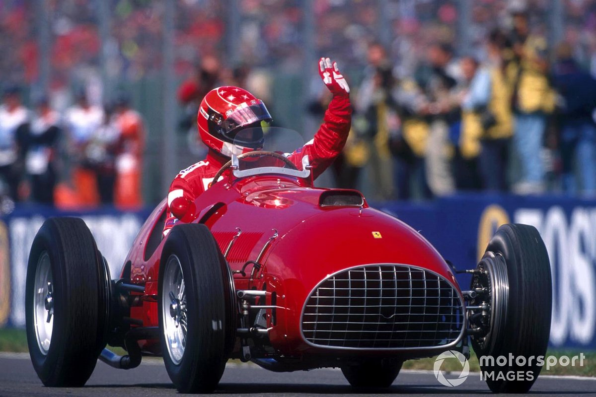 Michael Schumacher conduce el Ferrari 375