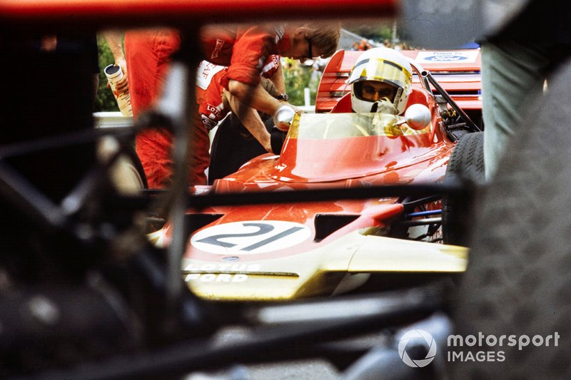 John Miles, Lotus 72B Ford, in the pits while a mechanic works on adjusting the car