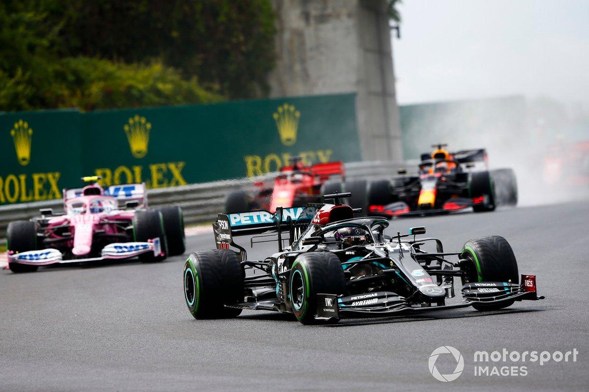 Lewis Hamilton, Mercedes F1 W11 precede Lance Stroll, Racing Point RP20 alla partenza della gara