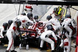 Kimi Raikkonen, Alfa Romeo Racing C39, in the pits