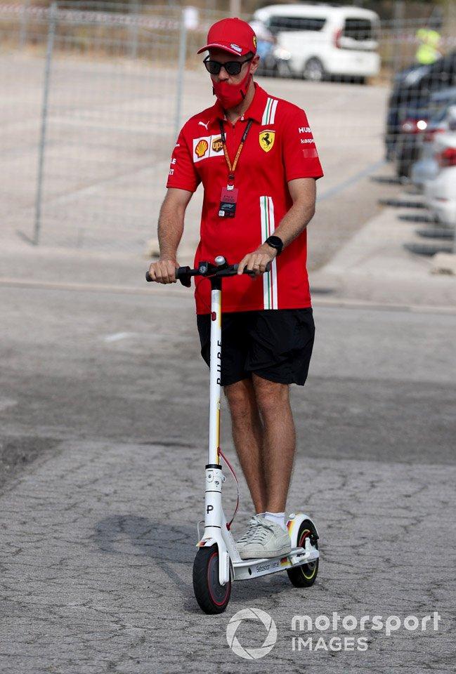 Sebastian Vettel, Ferrari en un scooter