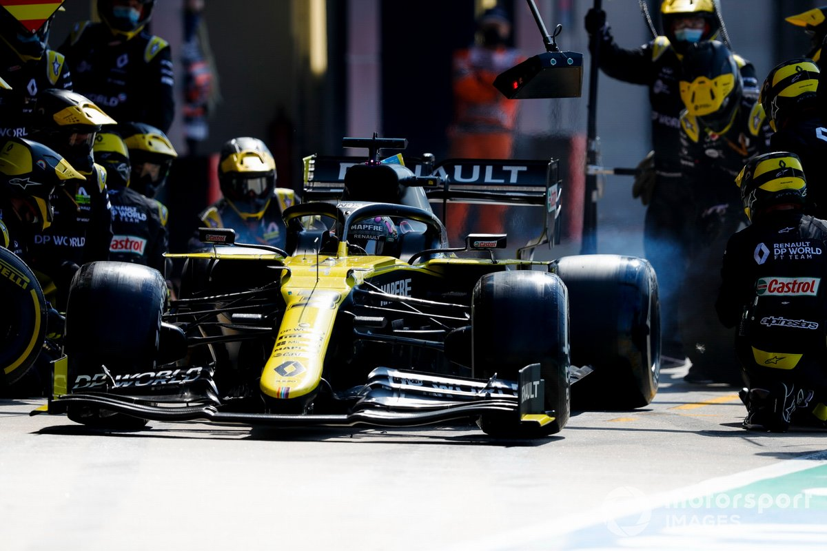 Daniel Ricciardo, Renault F1 Team R.S.20, sale de pits