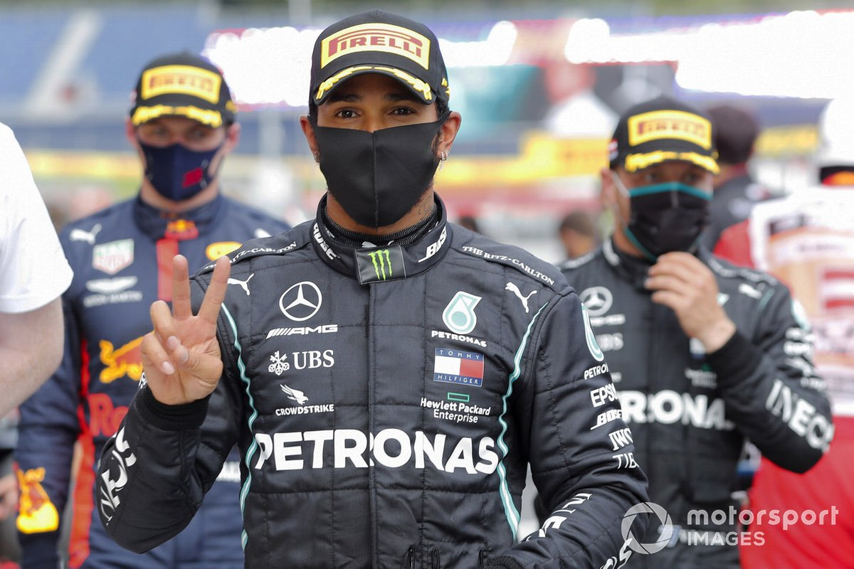 Ganador de la carrera Lewis Hamilton, Mercedes-AMG Petronas F1 celebra en el Parque Ferme