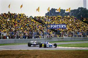 Michael Schumacher, Benetton B195 Renault, leads Damon Hill, Williams FW17 Renault