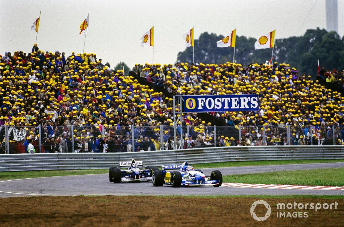 Michael Schumacher, Benetton B195 Renault, leads Damon Hill, Williams FW17 Renault