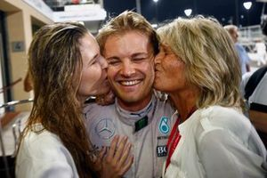 Nico Rosberg, Mercedes AMG, with his family