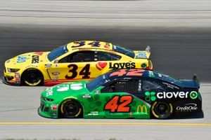 Matt Kenseth, Chip Ganassi Racing, Chevrolet Camaro Clover, Michael McDowell, Front Row Motorsports, Ford Mustang Love's Travel Stops