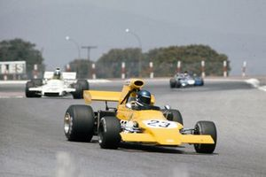 Mike Beuttler, March 721G Ford devant Graham Hill, Brabham BT37 Ford