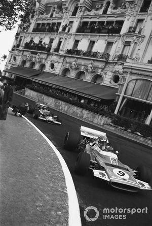 Henri Pescarolo, Matra Simca MS120 leads Jochen Rindt, Lotus 49C-Ford
